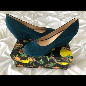 Never worn size 8.5 teal sueded Nine West wedge